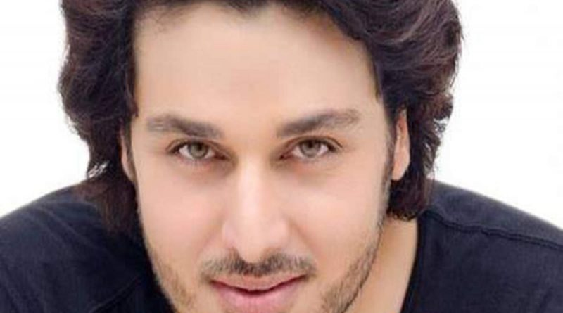 All About Pakistani Famous Actor, Host, Model Ahsan Khan